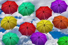 Il Cielo Coperto Da Ombrelli Colorati