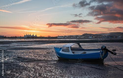 Stampa su Tela Boat at low tide