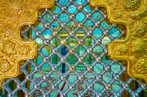 The view through the latice, Imam Zadeh Jafar Mausoleum, Yazd, Iran фототапет