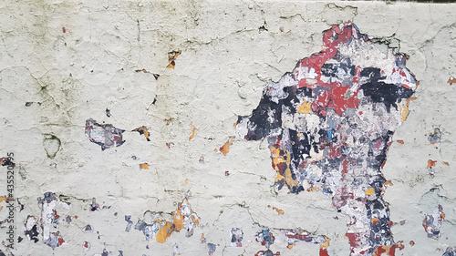 Photo Antigua pared descascarada con varias capas de pintura dañadas de diferentes col