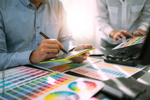 Carta da parati Freelance creative designer team creation project with color chart in meeting