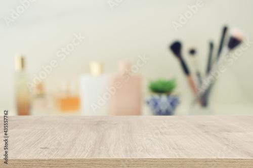 Tela empty table board and defocused vintage woman toilet desk background