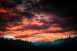 Dramatischer Sonnenuntergang Sonnenaufgang mit Wald Silhouette