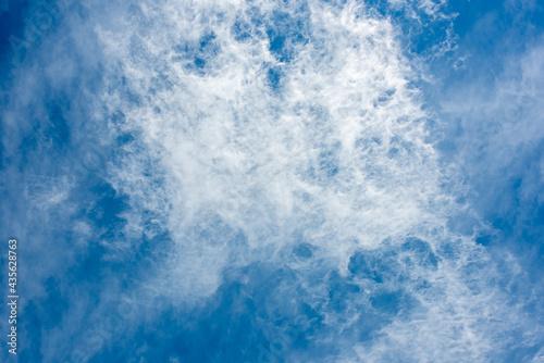 Slika na platnu 青空に浮かぶ星雲のようにも見える不思議な雲