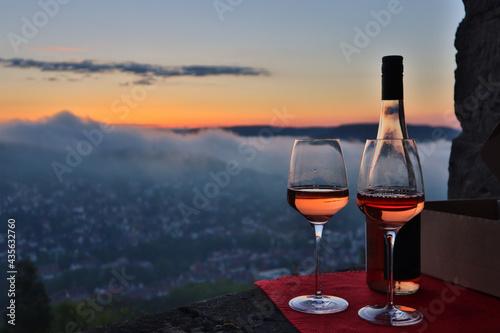 Foto Weinglas über Jena zum Sonnenaufgang