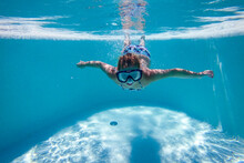Photo Underwater In The Swimming Pool On A Beautiful Summer Holiday Day