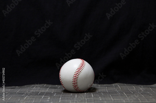 Foto A baseball with a black background