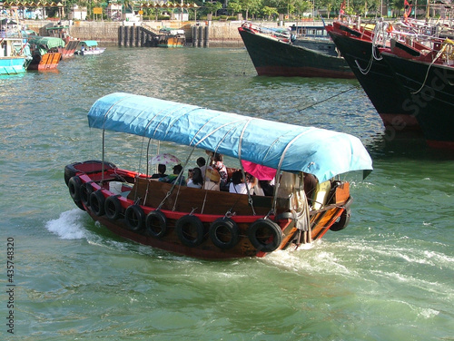 Fotografia Hong Kong fishing boat on the sea - sampan