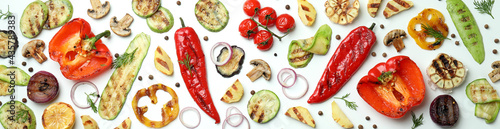 Foto Tasty grilled vegetables on white background, top view