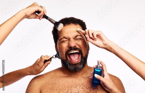Carta da parati Bearded man groomed by many hands