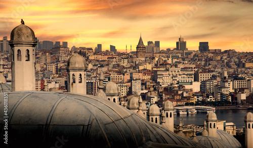 Foto Istanbul cityscape with Galata Kulesi Tower. Turkey.