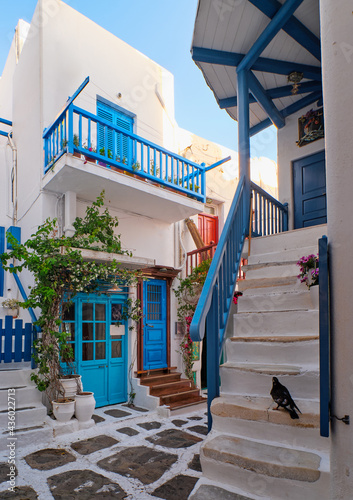 Canvas-taulu Traditional narrow cobbled streets, beautiful alleyways of Greek island towns