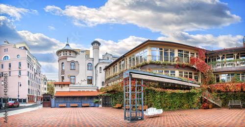 Canvas Tiflis courtyard on Ostozhenka street in Moscow on an autumn sunny morning