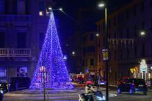 Albero Illuminato Di Natale