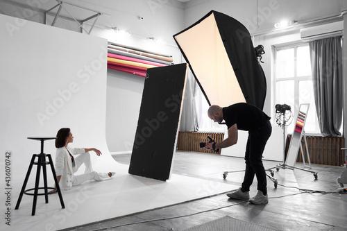 Papel de parede Fashion photography in a photo studio