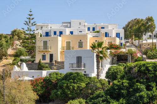 Fotografiet Greek houses in the Cycladic style in Naoussa village on Paros island, Greece