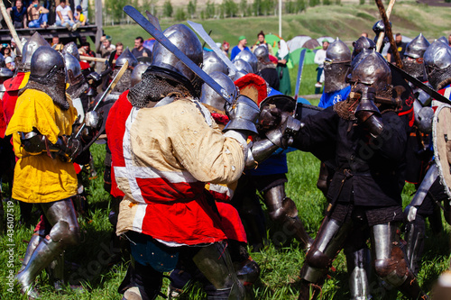 Papel de parede Battle of medieval knights on the battlefield, historical reconstruction