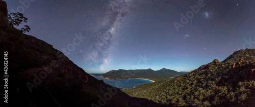 Fotografia Milky Way rising over a moonlit Wineglass Bay, Tasmania