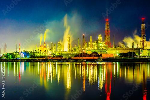 Wallpaper Mural 石津漁港から見た堺臨海地区の工場夜景