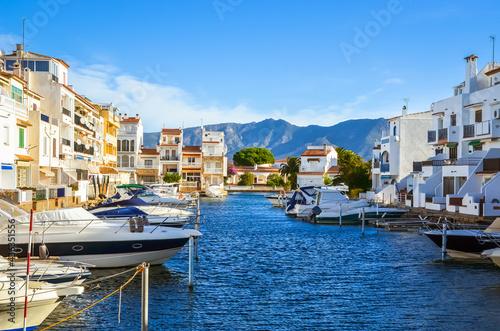 Foto Summer panorama of Empuriabrava with yachts, boats and waterways in Costa Brava,