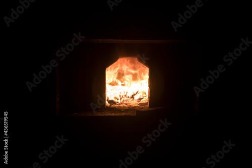 Canvastavla A bright orange fire burns in the stove