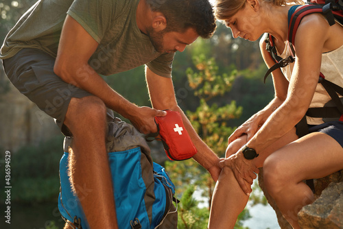 Young caucasian couple using first aid kit for healing Fotobehang