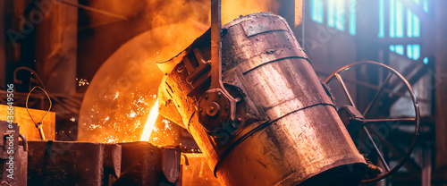 Obraz na plátně Metal cast process, long banner image