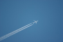 High Flying Jet Airliner With Contrail/chemtrail