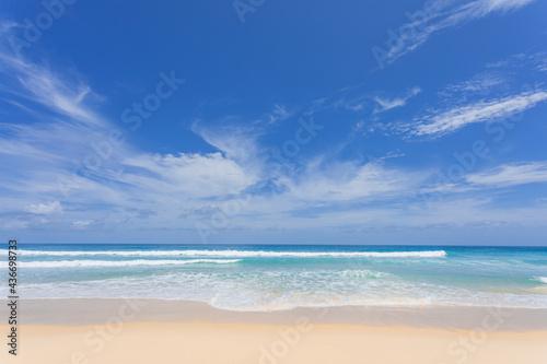Slika na platnu Sea sand beach background Summer beach with sunny sky and coconut tree Phuket is