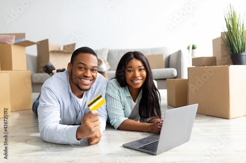 Valokuvatapetti Shopping for household goods online concept