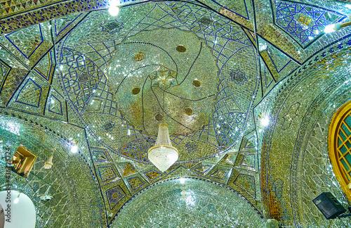 Платно The ornate dome of Imam Zadeh Jafar Shrine, Yazd, Iran