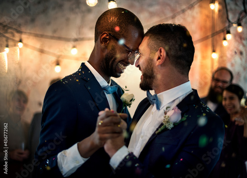 Fotografie, Obraz Gay couple dancing on wedding day
