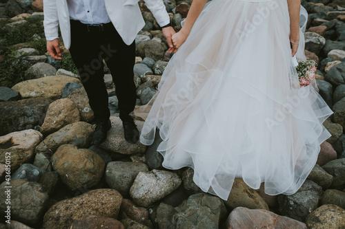 bride and groom on the beach Fotobehang