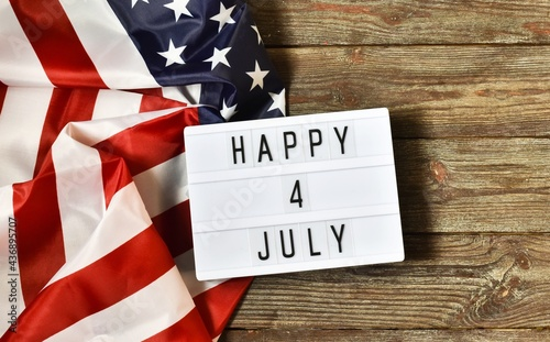 Light box with text HAPPY 4 JULY on a dark wooden background Fototapet
