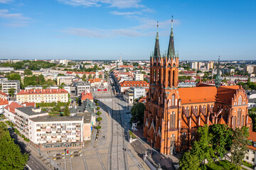 Białystok, widok z lotu ptaka na Farę, Rynek Kościuszki, koło widokowe i napis #Białystok
