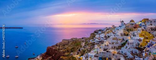 Stampa su Tela Famous greek tourist destination Oia, Greece