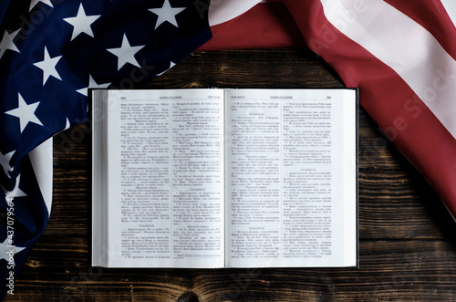 Open book Holy Bible on a wooden background Fototapet