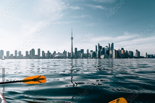 Fototapeta premium A perfect view of the Toronto city skyline as seen from the seats of a kayak.