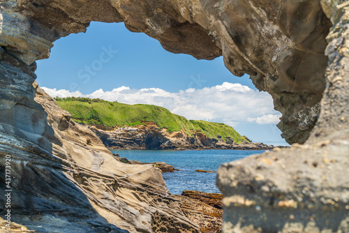 馬の背洞門とその奥に見える城ヶ島公園【Sea Caves in Japan】 Fototapeta