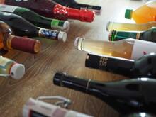 Butelka Alkoholu W Starej Skrzynce