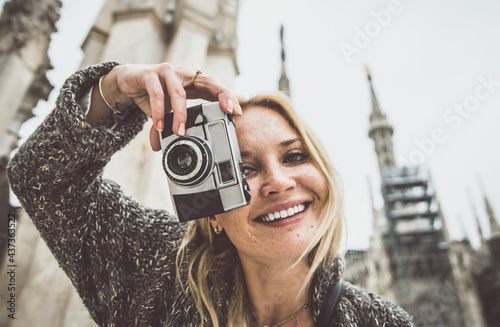 Fotografie, Obraz Milan,woman on excursion on the top of the cathedral