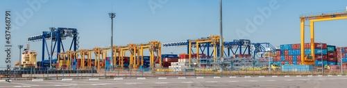 港湾のコンテナヤード Fototapeta