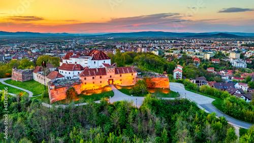 Foto Brasov, Romania - Sunset aerial view of Citadel