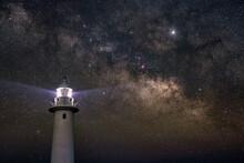 爪木崎灯台と天の川