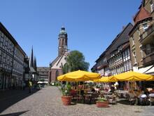 Marktplatz Mit Sonnenschirmen In Einbeck