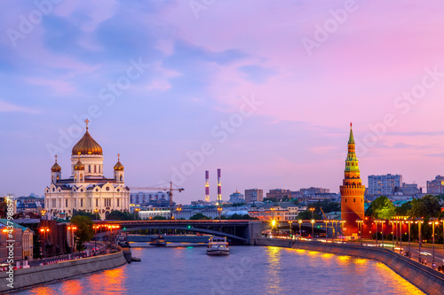 Stampa su Tela Beautiful sunset over the Moscow River, Cathedral of Christ the Saviour and embankment of the Kremlin