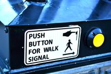 英語圏の押しボタン信号