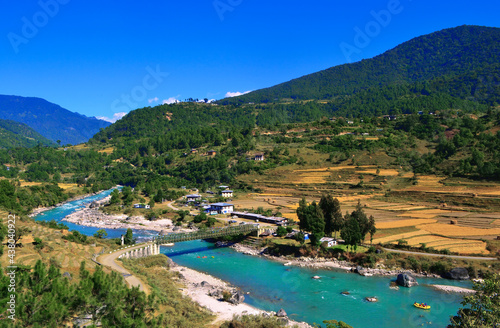 Fotografija Beautiful valley in Bhutan where people do kayaking and boating