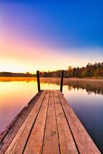 Wunderschönes Panoramabild Mit Einem Sonnenaufgang An Einem See, Schweiz