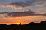 Fototapeta Na sufit - zachód słońca i chmury